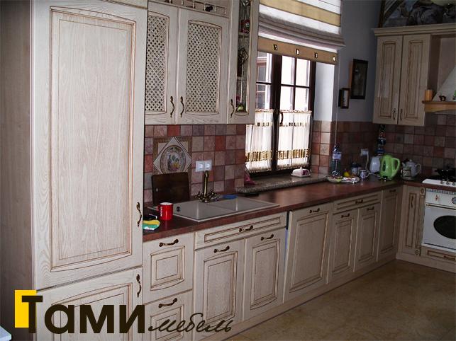 Кухня с фасадами из массива 11