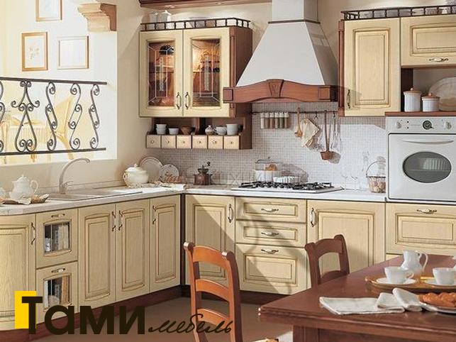 Кухня с фасадами из массива 13