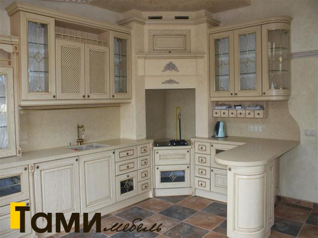 Кухня с фасадами из массива 14