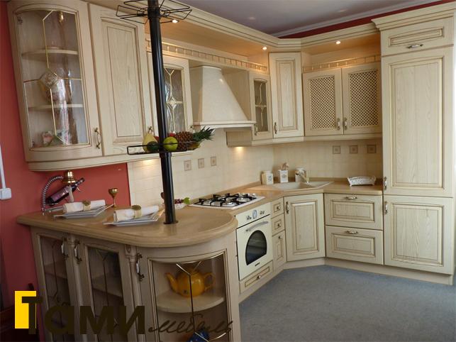 Кухня с фасадами из массива 15