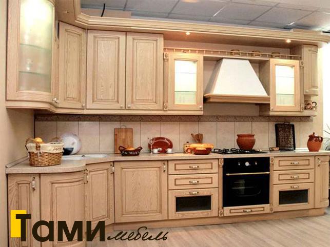 Кухня с фасадами из массива 17