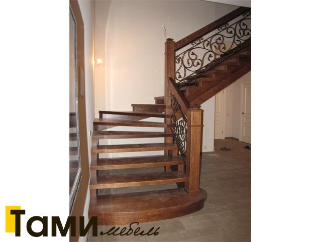 Лестницы из массива на заказ в Гомеле